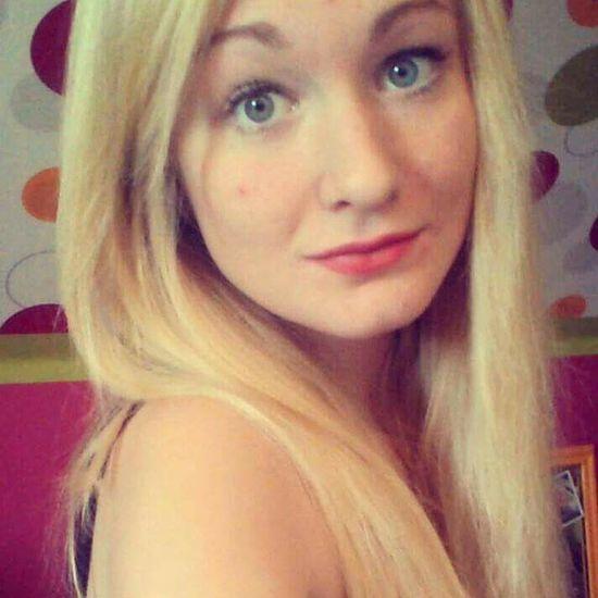 personne ne peut me juger, seulement Dieu. That's Me Enjoying Life Faces Of EyeEm Happy Photography Blonde Girl