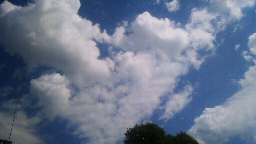 This photo was taken in last summer vacation🌴🌞 Overseas study program of my school😆 Cloud☁️ makes cute ❤️ Summertime Studyabroad Clouds Heart