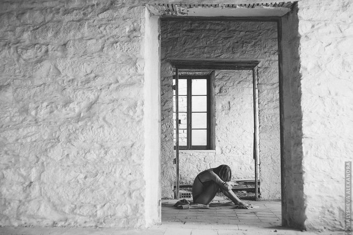 Me modeling. Abandoned Places Abandoned Buildings Abandoned & Derelict Blackandwhite Blackandwhite Photography Monocrome Photography Built Structure Photoofme Phototakenbymyfriend Conceptual Photography  Window Alone Aloneinthecity