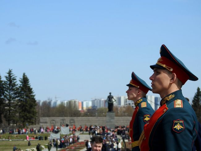 Guard Of Honour Memory Day Memorial Cemetery Piskarevka Memory The Photojournalist - 2017 EyeEm Awards The Street Photographer - 2017 EyeEm Awards Victory Day 9 May 2017 Officers Soldiers Springtime My City View My City My Love The Portraitist - 2017 EyeEm Awards Colors Of Sankt-Peterburg Sankt-Petersburg Russia Neighborhood Map