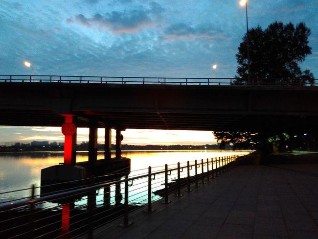 Guten Morgen Singapore View Taking Photos Early Morning Bikingaroundthecity Sixthirty Morning Sky Sunrise_sunsets_aroundworld Marina Bay Sands Singapore