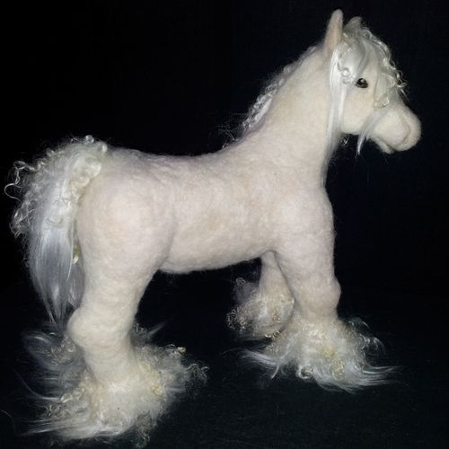 Wollen horse handmadebyme Handmade By Me Hanging Out Hello World Horses