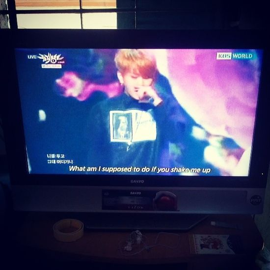 Suddenly turn on KBSWorld ^^^^^^^^^^ Flower Yongjunhyung Flowerboy