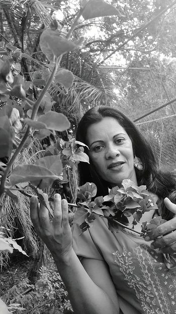 Mary and the forest Mary Hugging A Tree In The Forest Walking Around Saulo Valley Ilovemygirl Model Shoot Black And White 50TonsdeCinza