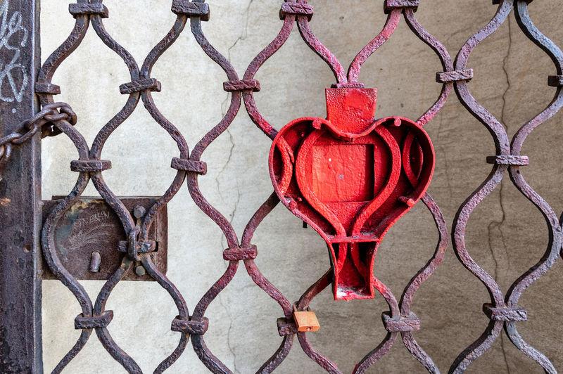 Iron lock Love