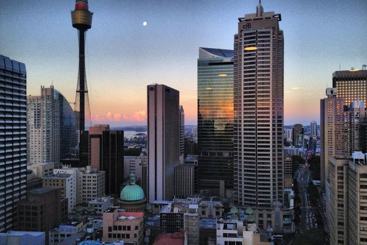 Full moon over shadow mansion. Sydney, Au IPhone Taking Photos GetYourGuide - Cityscapes