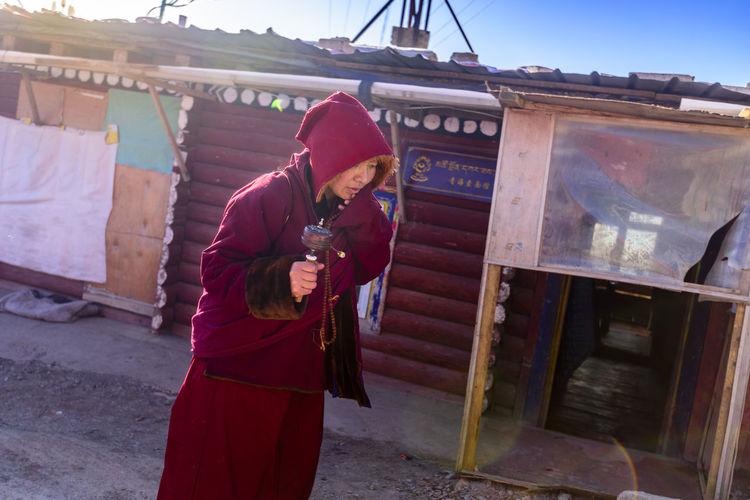 僧人 尼康D810 民族 男仔很忙 色达五明佛学院 西藏 转金桶 阳光
