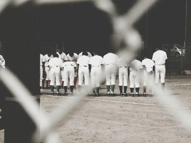 今日は、あんちゃんと 野球。朝から会話が少ない。成長してきて、口をきいてくれん。まぁ、しゃあないな(笑) Taking Photos Enjoying Life EyeEm Japan Black And White Baseball