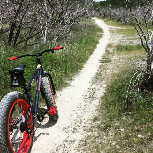 Dana Peak. Friday Afternoon. Can't say it don't get any better than this because everytime I ride it's even better than the last. Fattirebike Fatbike Singletrack Trailride Danapeakpark TX Bigfootbike Mountainbiker Mountainbike