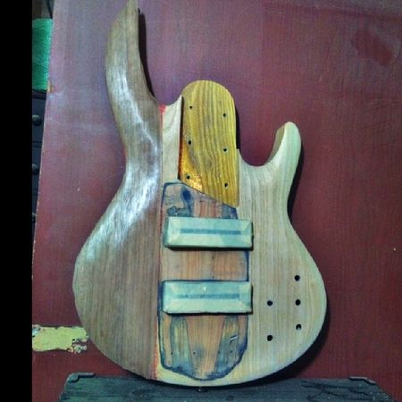 Half bass... I like it! Apenas la mitad! Me gggggusta! Alfredbass Carpentry 6stringbass LTD lethalcreationbassplayer beardbassplayer lethalfan 6string