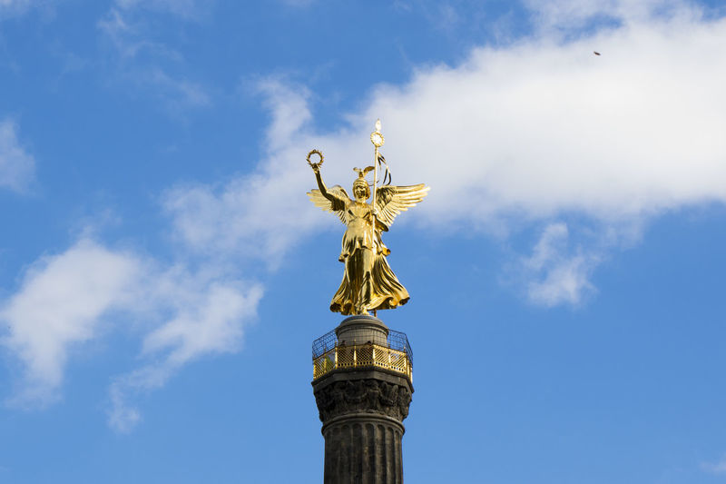 The victory column is a monument in berlin