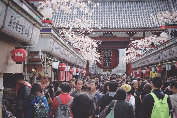 Crowd on footpath against kaminarimon