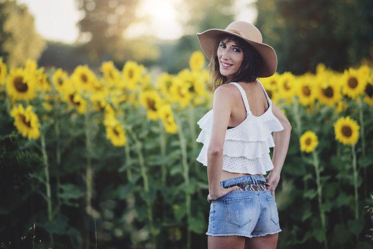 Beautiful Field Freedom Fun Holidays Lifestyle Natural Sunflower Sunlight Vitality Wellness Woman Beautiful Woman Caucasian Enjoy Flower Girl Healthy Landscape Outdoors Smile Summer Sun Young Women