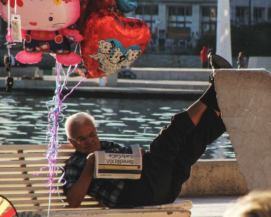 Outdoors City People Adult Day One Man Only One Person Enyoing Moment Chilling Chillout Mediterraneo Mediterranean  Reading Reading & Relaxing Reading Newspaper Streetphotography Tranquility Old Man