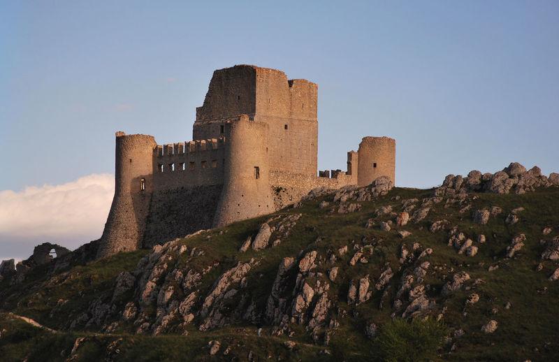 tramonto su rocca calascio Abruzzo Autumn Autumn colors Castle Rocca Calascio Storytelling Italy Ladyhawke