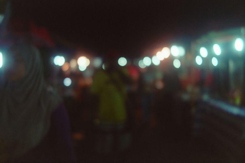 Blurtiful 2 City City Street Defocused Filmisnotdead Filmphotography Illuminated Kodak Light Night Nightmarket Rangefinder Shootfilmnotmegapixels Streetphotography Voigtländer Blur Filmcamera Analogue Photography Analog Camera