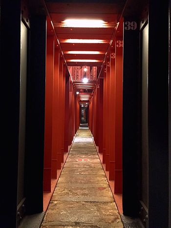 Bajo tierra Remache Acero Structures And Architecture Architecture #interiors The Way Forward Indoors  Corridor Illuminated No People