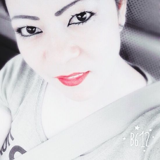 Feliz jueves..... Hello World Cheese! PhonePhotography Amazing Day EyeEmBestPics Bendecida Smile Selfie Selfie ✌ Self Portrait
