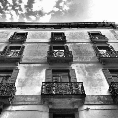 Balcones que miran Barcelona Igerspain Igerscatalunya Insta_bwgramers blackandwhite bcn photooftheday hdr