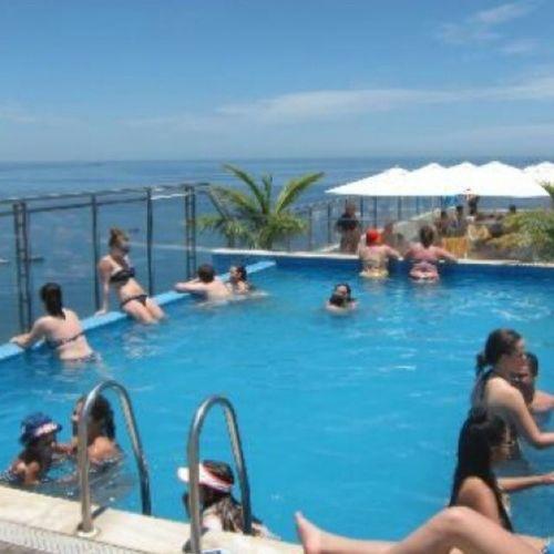 Piscina mega lotada : / Pulobomba Rio Barra Windsor