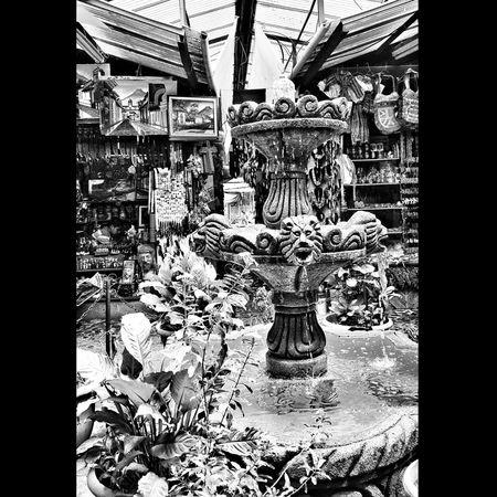 Mercado de artesanías, el último lugar para visitar al final del viaje Eye4black&white  EyeEm Best Shots - Black + White Black Blancetnoir Blancoynegro Bnw_captures Guatebella Blackandwhite Photography Black & White Blackandwhite AntiguaGuatemala Noiretblanc MonochromePhotography Bianco Blancinegre Biancoenerospacca Biancoenero Bianco&nero EyeEm Best Edits Eyeem Market Eye4photography  Guatemala Monochrome Bnw_shot Mercados