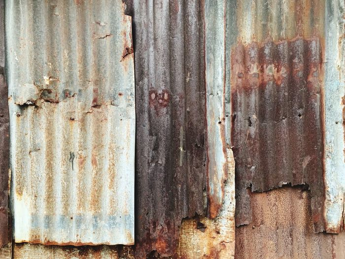 Rusty old galvanized iron sheets. Grunge Old Background Full Frame Textured  Backgrounds Pattern Old No People Weathered Rusty Damaged Wall - Building Feature Metal Rough Abandoned Run-down