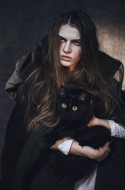 That's Me Portrait Model Modeling Photography Witch Studio Light And Shadow Dark Photography Darkness And Light Black Cat