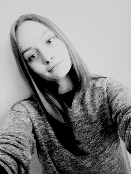 Hair Smile Model Black & White