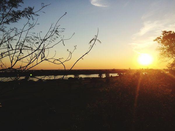 Por do sol a beira do rio Paraguay