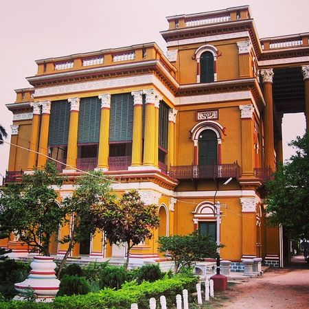 Frontview Rare Building WestBengal Murahidabad Orange Tour Visit Instagram InstaFrame Instacolour Beangali Green Peace Calm