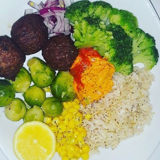 Buddha bowl! (Broccoli, brown rice, corn, red onions, brussel sprouts, lemon, hummus, black pepper, olive oil, salt, & gardein meatless meatballs) Buddhabowl Vegan Organic Eatclean Eatyourgreens Veganfoodshare Veganfoodporn Vegansofig Whatveganseat Healwithfood Farmacy Plantbased Fitspiration Healthyfoodchoices Veganshare