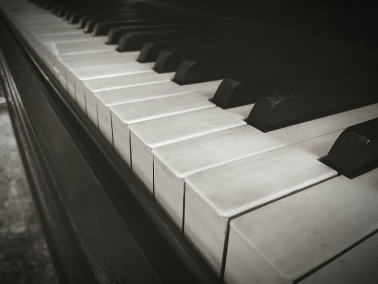 Enjoy music. Pianola Teclas B&w Photo Piano Time