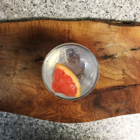 Cotswold dry gin with grapefruit and pepper Cotswolds Cotswold Dry Gin Gin Tonic G&T Alcohol Booze Fizz Foodphotography Food And Drink Drink Photography GIN Tonic Refreshment Grapefruit Black Pepper