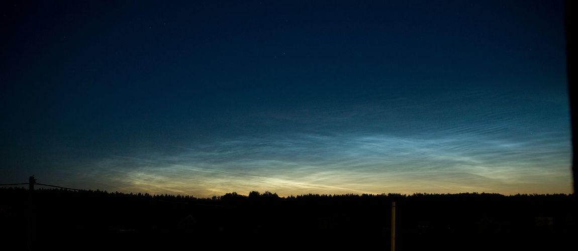 Серебристые облака (мезосферные облака) видны только летом, образуются на высоте 75 - 85 км. Серебристыеоблака облака Ночь Clouds Summer Nightphotography
