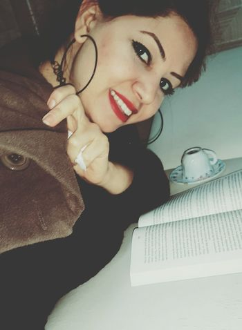 Bi kitap bi kahve yeter bana ☕📚📖biri falıma baksın 🙈🙊 Book Kitap Kitapkurdu Kitaplariyikivar Coffee Kahve Relaxing