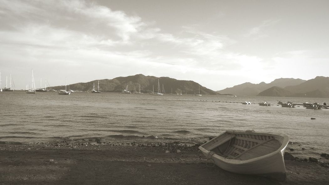 Marmaris Marmaris, Turkey Marmarisfotofest Marmaris Beach Marmarislove Lonley And Sad Loneliness Lonely Lonelyness Grey Day Greystudio Marmaris Marine Hüzünlü Yalnizlik Eyemphotography Eyem Gallery Shadows & Lights Beachphotography Sepia_collection Sepia Sepya