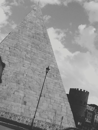 Piramide Pyramid Ancient Civilization Old Ruin The Past Architecture History Travel Destinations Ancient Archaeology Travel Built Structure Triangle Shape Monument Tourism Business Finance And Industry Building Exterior Cloud - Sky City Sky Outdoors