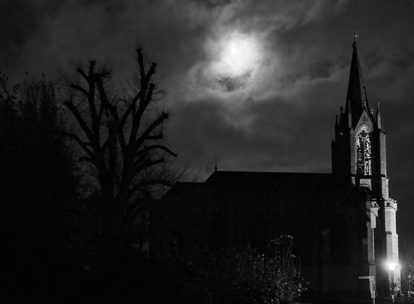 Bad Pyrmont - MAinLoveWithLightAndShadow Night Architecture Sky Light And Shadow Moon Moonlight Full Moon Full Moon Light Church Churches Church Architecture Churchporn Moonporn Whyporn Moon Photography Urban Urban Photography Urban Exploration Street Street Photography Blackandwhite Bnw Monochrome Bnw_collection - 02.12.2017 - #Stadtkirche #BadPyrmont