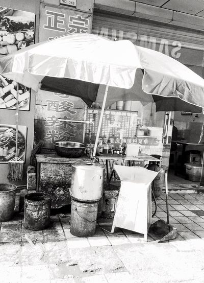 EyeEm China Dirty Restaurant? China Cityscapes Way Of Life Poor  Blackandwhite Black And White Photography No Thanks Umbrella Pots And Pans Street Food
