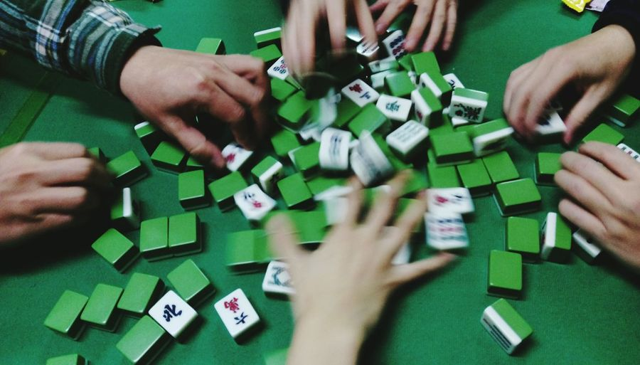 Enjoying Life Mahjong Session Mahjong 麻將 Mahjong Playing Games Showcase: February Gambling Grabbing A Bite Capture The Moment Capturing Movement The Human Condition Human Body Part Human Hand Q