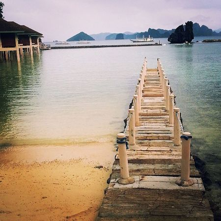 A little piece of paradise Life Is A Beach The Calmness Within Lines Beachphotography Good Weather Elnidopalawan Architecture Clouds And Sky