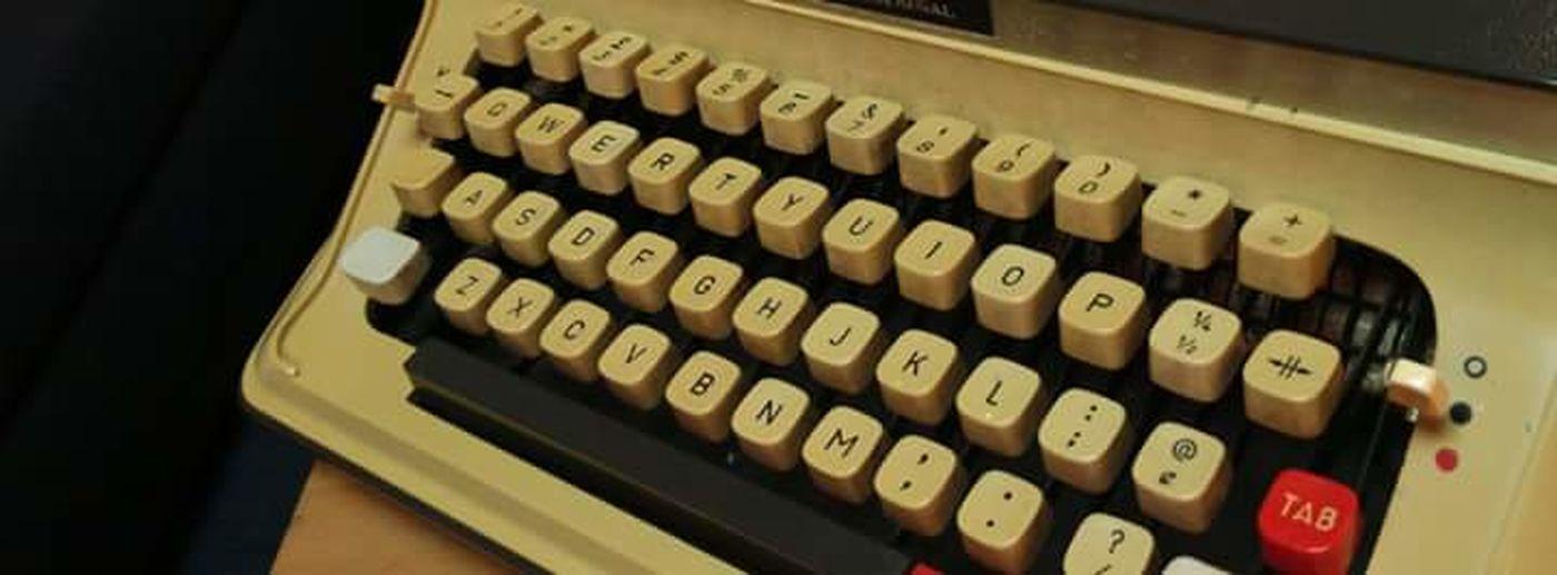 Old memory's typewriter to keyboard 😉😉 Eyemotion. Creazywords Hello World Hi! Creazy Creation Creazy People Nice Day