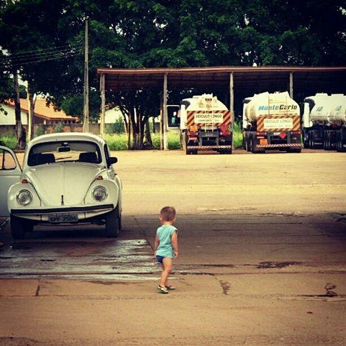 Criança e velho fusca - da série : na estrada Igerscentro_oeste Ontheroad Roadtrip Fusca Volkswagen Beetle Chlid Oldbeetles Infant Littleboy