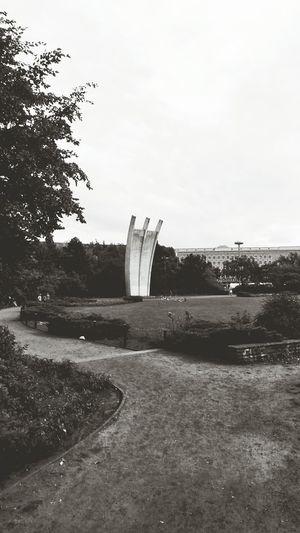 Capa Filter Platz Der Luftbrücke Monument Summer 2013