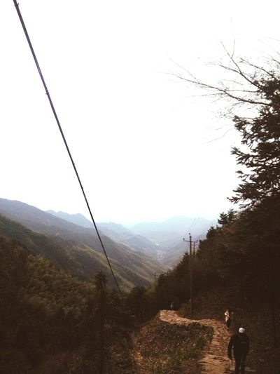 喜欢登上山顶,俯视山脚的感觉。。。😊 一个人的荒岛