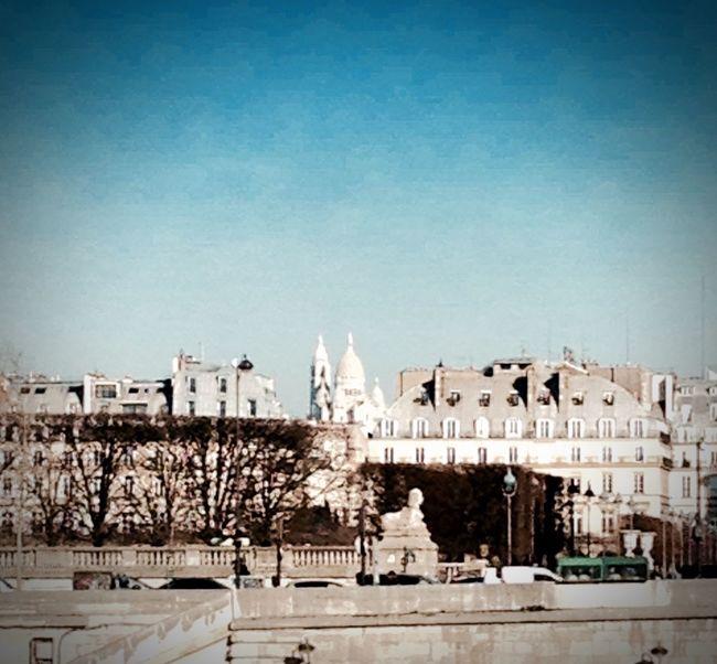 Vue sur Sacré Cœur à partir du quai d'Orsay Montmartre Paris Tuileries Quai De Seine Orsay Blue Sky Park