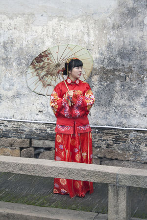 Suzhou China Bride Canon EOS 5DS China Chinese Bride Chinese Culture Chinese Culture And History Chinese Food Chinese Identity Chinese Tradition Chinese Traditional Culture Chinese Traditional Wedding Chinese Wedding Lifestyles Ping Jiang Pingjiang Pingjiang River Portrait Suzhou Suzhou China SUZHOU PINGJIANG ST Suzhou River Suzhou Wedding Suzhou, China Umbrella Venice Of The East