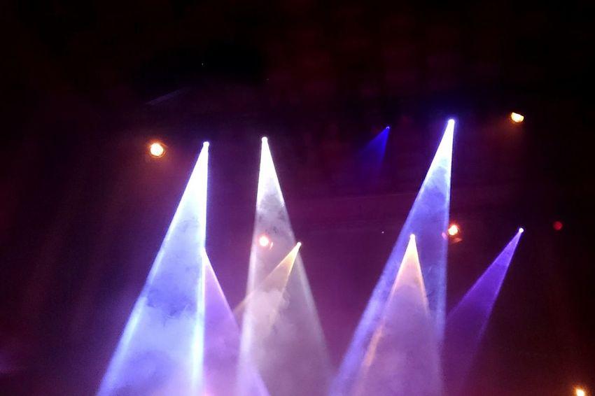 Arts Culture And Entertainment Night Music Illuminated Nightlife Popular Music Concert Light Beam Spotlight Nightclub Indoors  No People Performance Technology Close-up