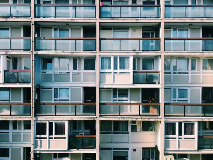 London flats Council Flats Flats Apartment Apartment Buildings Architecture Modern Architecture Modernist Modernism Uniform Windows Street Photography Building Building Exterior