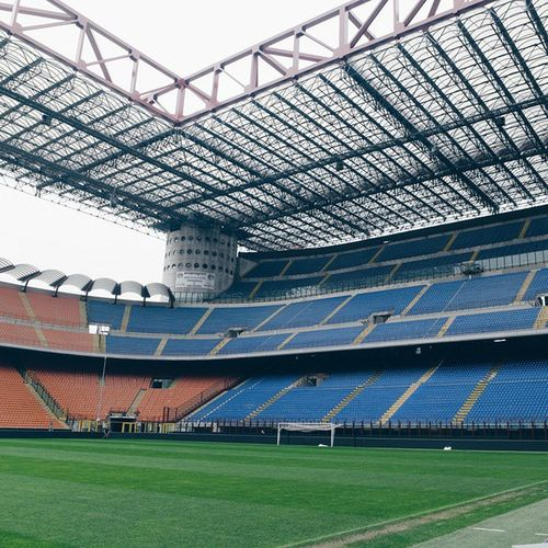 Nonostante il tempo cagoso, lo StadioMeazza di Milano è sempre affascinante. 😍 // even if the weather is not so good, this stadium is fascinating 😍 Samsungnx1 NX1 samsungsmartcamera imagelogger fotosociality @samsungcamera